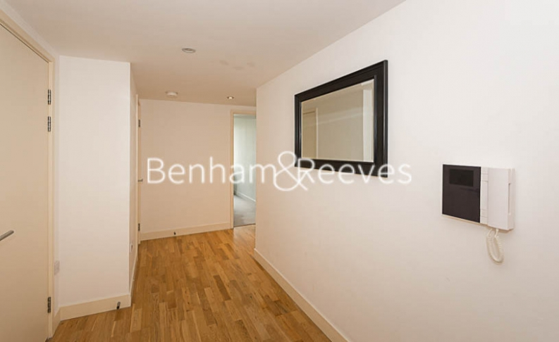 1 bedroom(s) flat to rent in Landmark East, Canary Wharf, E14-image 6
