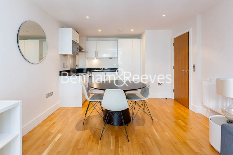1 bedroom(s) flat to rent in Cobalt Point, Canary Wharf, E14-image 2