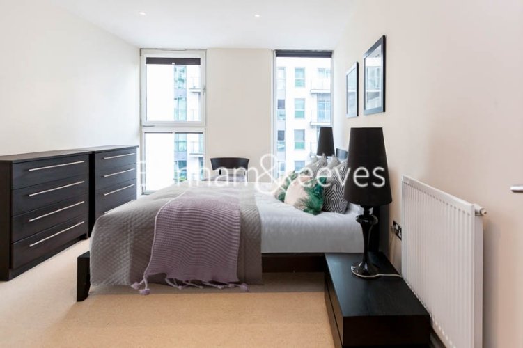 1 bedroom(s) flat to rent in Cobalt Point, Canary Wharf, E14-image 3