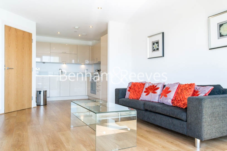 2 bedroom(s) flat to rent in Aqua Vista Square, Canary Wharf, E3-image 1