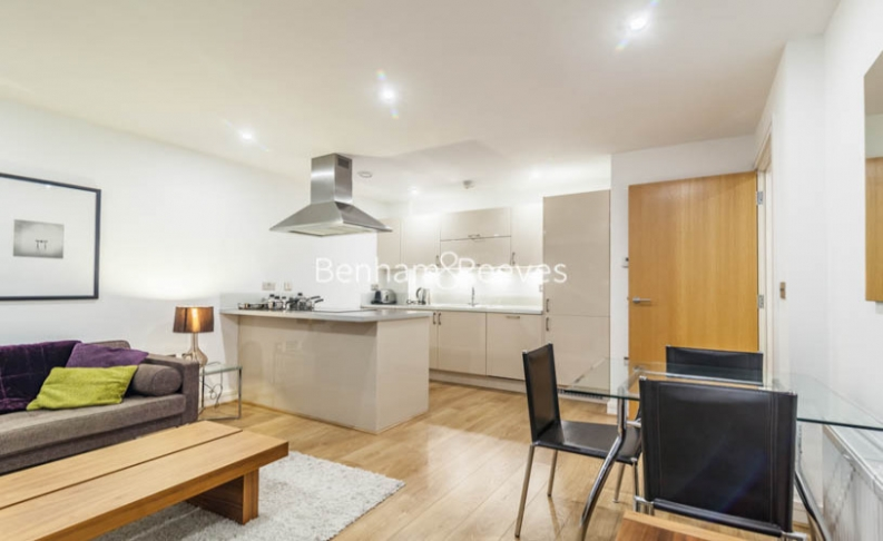 1 bedroom(s) flat to rent in Diprose Court, Canary Wharf, E3-image 2