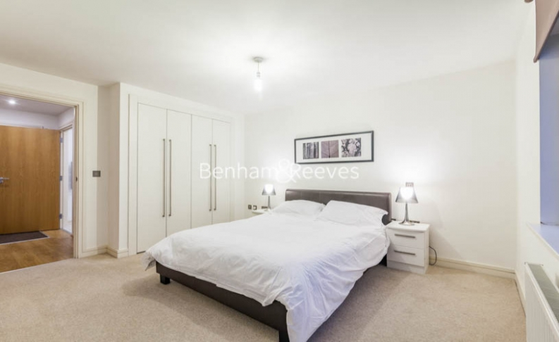 1 bedroom(s) flat to rent in Diprose Court, Canary Wharf, E3-image 3