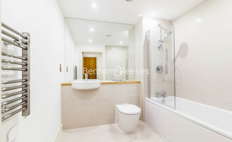 1 bedroom(s) flat to rent in Diprose Court, Canary Wharf, E3-image 4