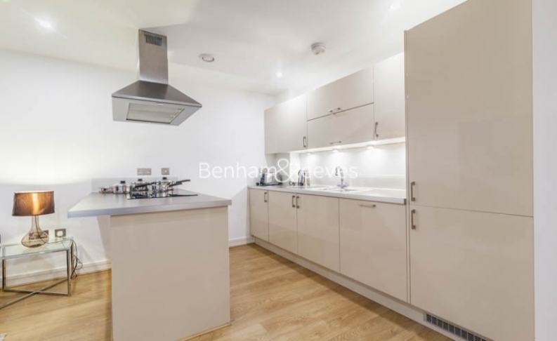 1 bedroom(s) flat to rent in Diprose Court, Canary Wharf, E3-image 7