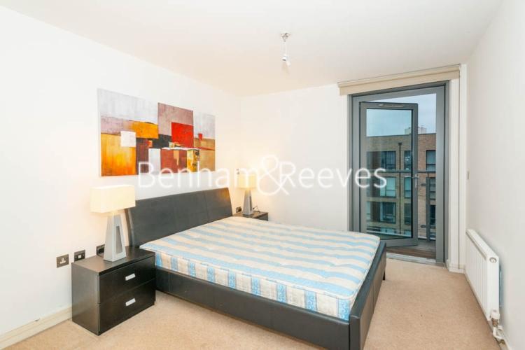 1 bedroom(s) flat to rent in Werner Court, Aqua Vista Square, E3-image 3