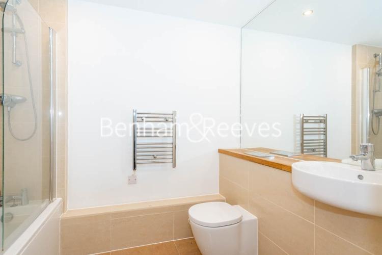 1 bedroom(s) flat to rent in Werner Court, Aqua Vista Square, E3-image 4