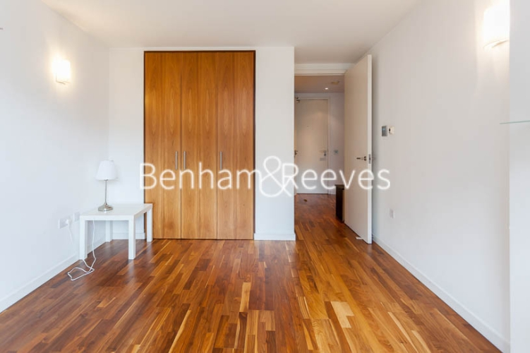 1 bedroom(s) flat to rent in New Providence Wharf, Canary Wharf, E14-image 3