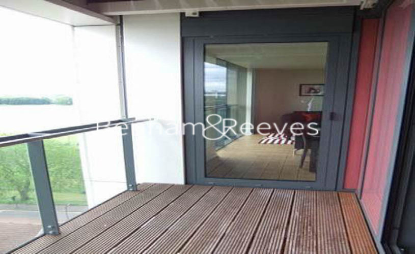 1 bedroom(s) house to rent in Matchamkers Wharf, Canary Wharf E9-image 5