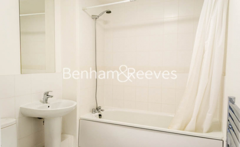 2 bedroom(s) flat to rent in Wallwood Street, Canary Wharf, E14-image 4