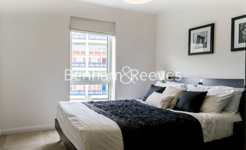 2 bedroom(s) flat to rent in Wallwood Street, Canary Wharf, E14-image 5