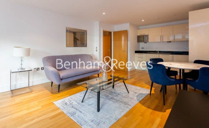 1 bedroom(s) flat to rent in Millharbour, South Quay, E14-image 1