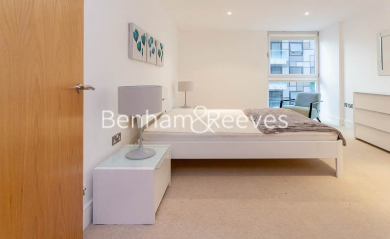 1 bedroom(s) flat to rent in Millharbour, South Quay, E14-image 3