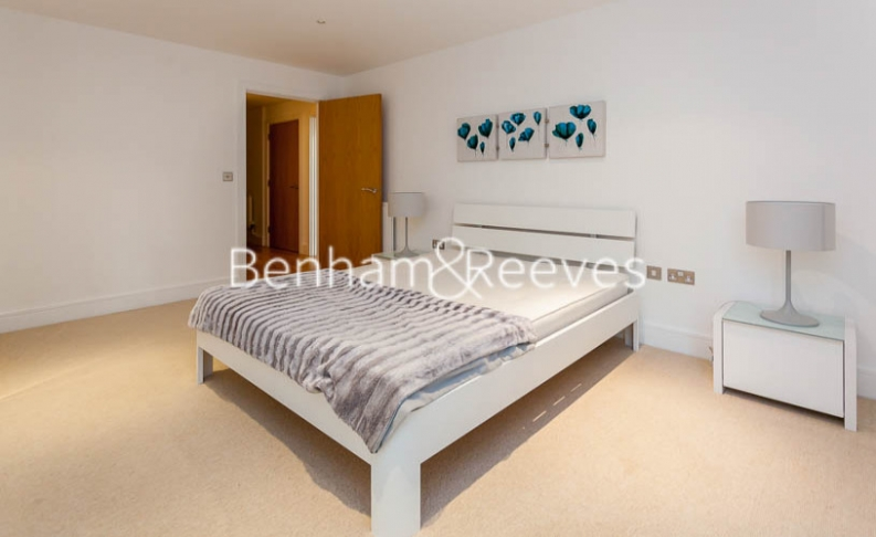 1 bedroom(s) flat to rent in Millharbour, South Quay, E14-image 9