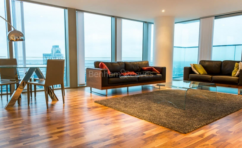3 bedroom(s) flat to rent in Landmark East Tower, Canary Wharf, E14-image 1