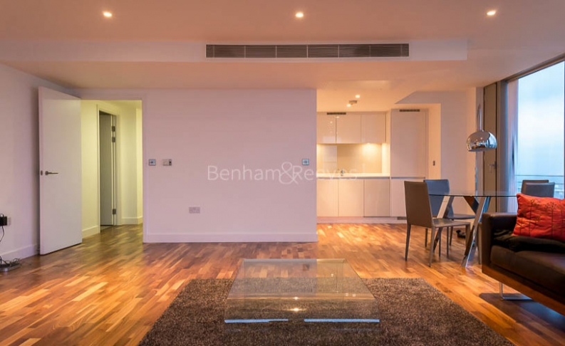 3 bedroom(s) flat to rent in Landmark East Tower, Canary Wharf, E14-image 2