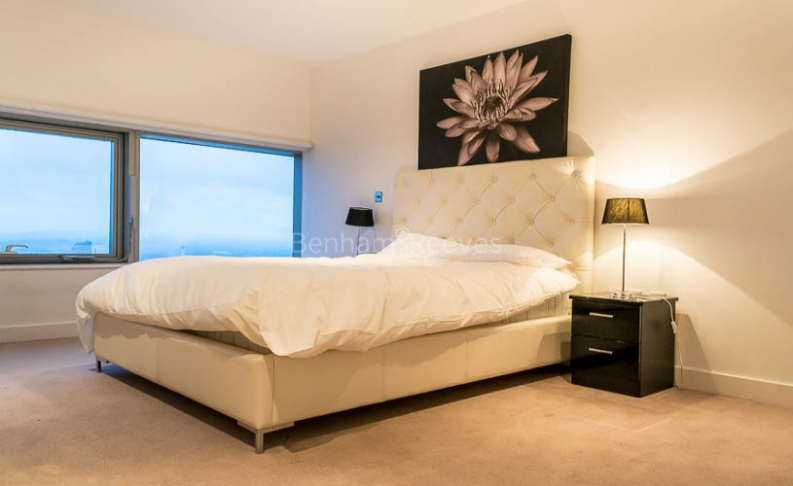 3 bedroom(s) flat to rent in Landmark East Tower, Canary Wharf, E14-image 5