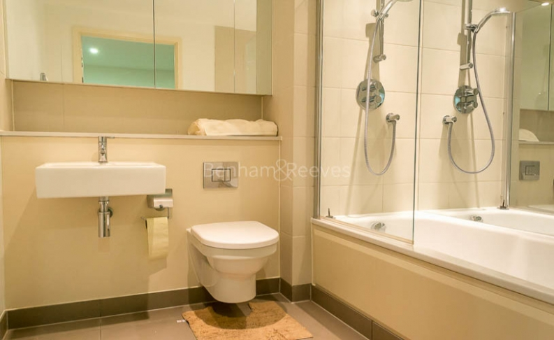3 bedroom(s) flat to rent in Landmark East Tower, Canary Wharf, E14-image 10