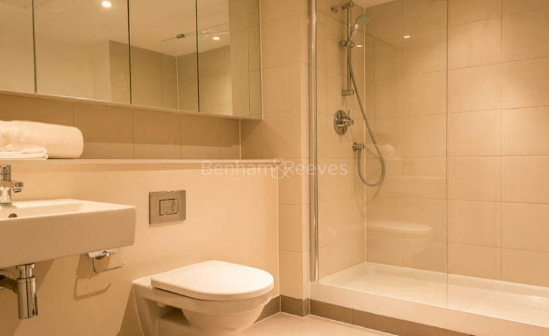 3 bedroom(s) flat to rent in Landmark East Tower, Canary Wharf, E14-image 11