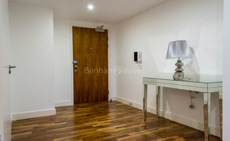 3 bedroom(s) flat to rent in Landmark East Tower, Canary Wharf, E14-image 12