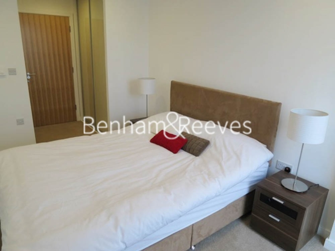 2 bedroom(s) flat to rent in Seven Sea Gardens, Canary Wharf, E3-image 3