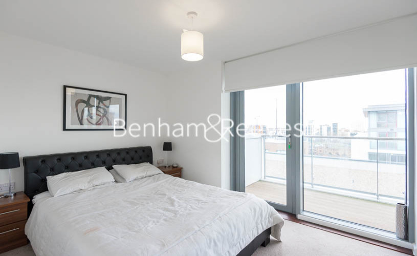 1 bedroom(s) flat to rent in New Festival Avenue, Canary Wharf, E14-image 3