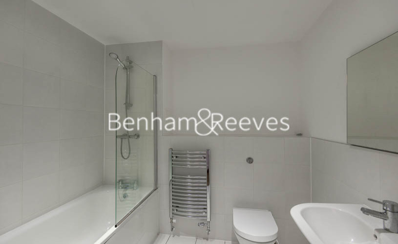 1 bedroom(s) flat to rent in New Festival Avenue, Canary Wharf, E14-image 4