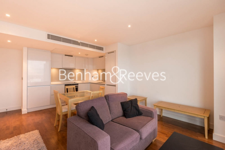 1 bedroom(s) flat to rent in Landmark East Tower, Marsh Wall, E14-image 1