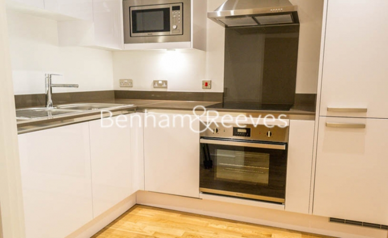 1 bedroom(s) flat to rent in Admirals Tower, New Capital Quay, Greenwich, SE10-image 2