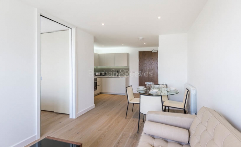 Studio flat to rent in Ottley Drive, Canary Wharf, SE3-image 3