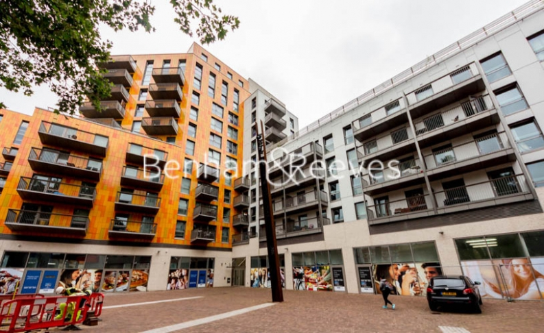 1 bedroom(s) flat to rent in Barking Road, Canning Town, E16-image 5