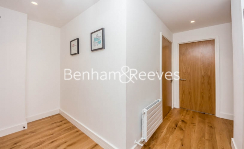 1 bedroom(s) flat to rent in Barking Road, Canning Town, E16-image 6