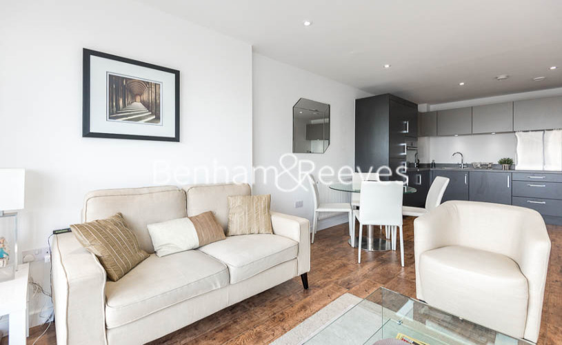 1 bedroom(s) flat to rent in Upper North Street, Canary Wharf, E14-image 1
