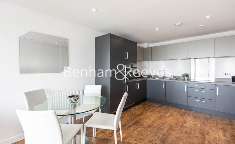 1 bedroom(s) flat to rent in Upper North Street, Canary Wharf, E14-image 3