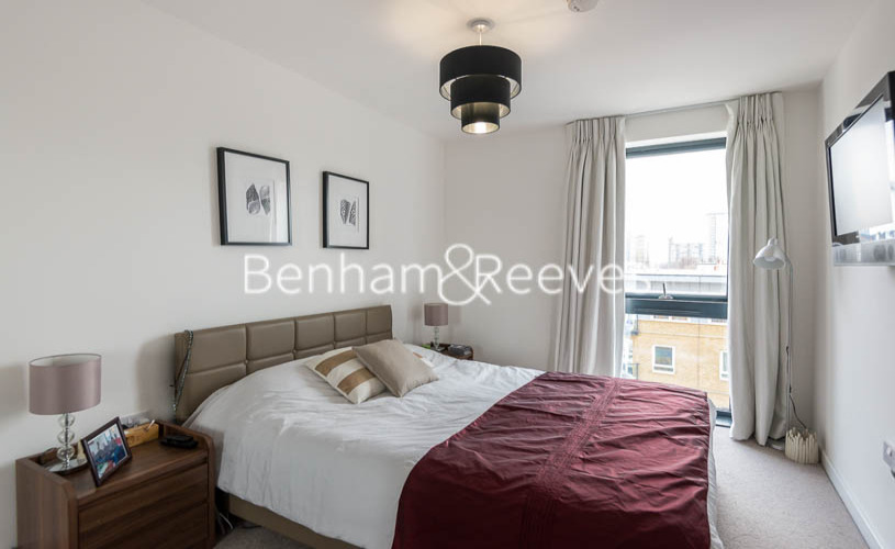 1 bedroom(s) flat to rent in Upper North Street, Canary Wharf, E14-image 4