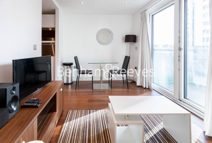 Studio flat to rent in 6 Lincoln Plaza, Canary Wharf, E14-image 1