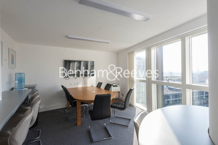 Studio flat to rent in 6 Lincoln Plaza, Canary Wharf, E14-image 2