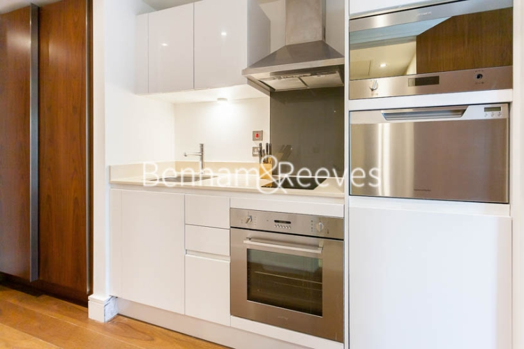 Studio flat to rent in 6 Lincoln Plaza, Canary Wharf, E14-image 11