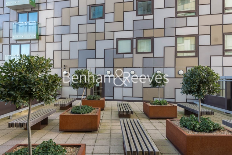 Studio flat to rent in 6 Lincoln Plaza, Canary Wharf, E14-image 15