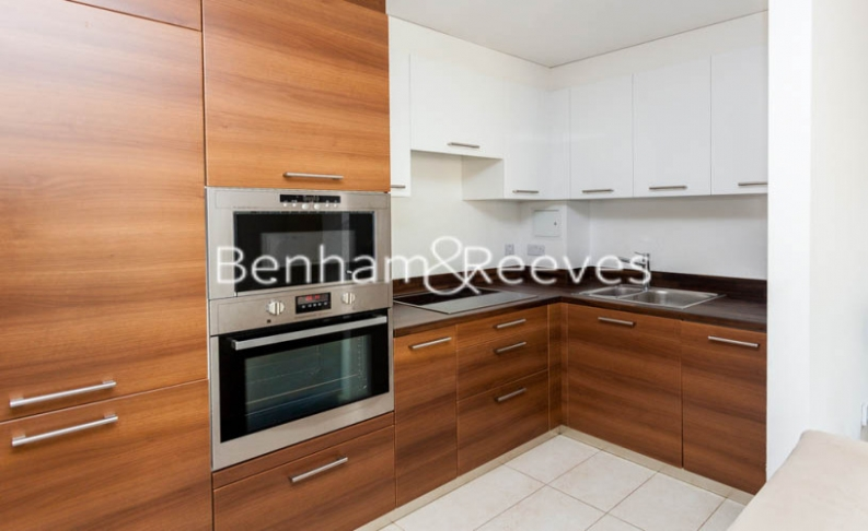 2 bedroom(s) flat to rent in Forge Square, Canary Wharf, E14-image 2