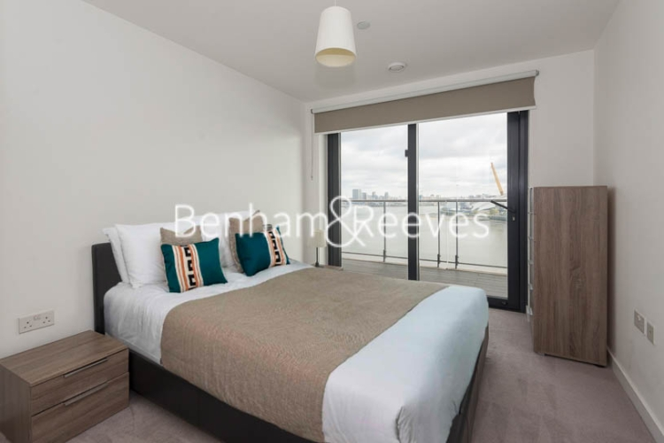 3 bedroom(s) flat to rent in Yabsley Street, Canary Wharf, E14-image 9