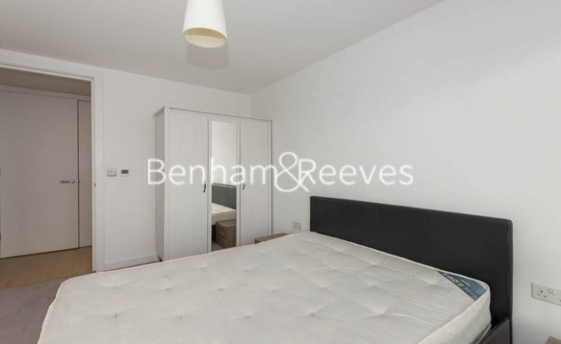 3 bedroom(s) flat to rent in Yabsley Street, Canary Wharf, E14-image 16