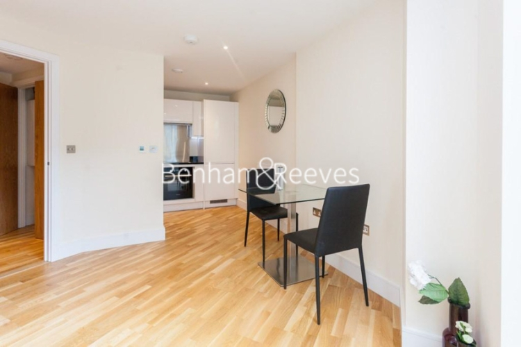 Studio flat to rent in St Annes Street, Canary Wharf, E14-image 1