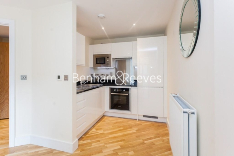 Studio flat to rent in St Annes Street, Canary Wharf, E14-image 2