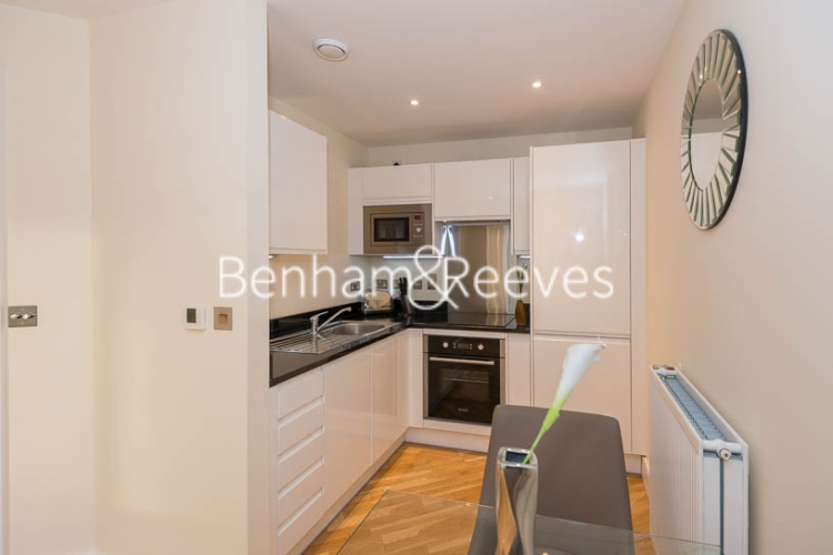 Studio flat to rent in St Anne's Street, Canary Wharf, E14-image 2