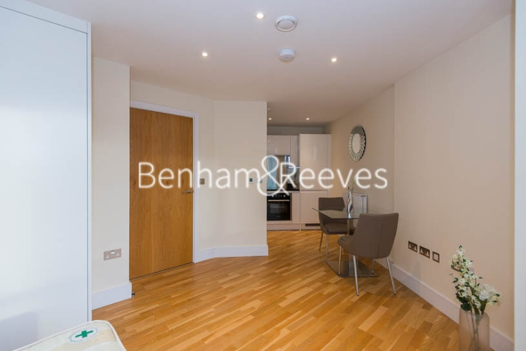 Studio flat to rent in St Anne's Street, Canary Wharf, E14-image 3