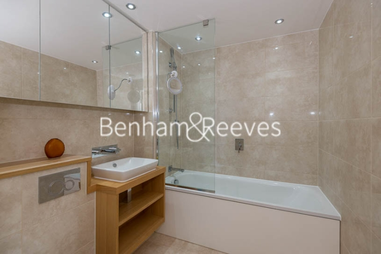 Studio flat to rent in St Anne's Street, Canary Wharf, E14-image 4