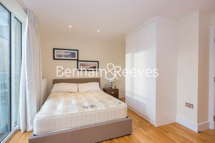 Studio flat to rent in St Anne's Street, Canary Wharf, E14-image 6