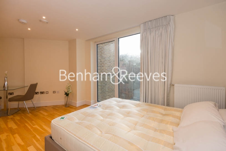 Studio flat to rent in St Anne's Street, Canary Wharf, E14-image 7