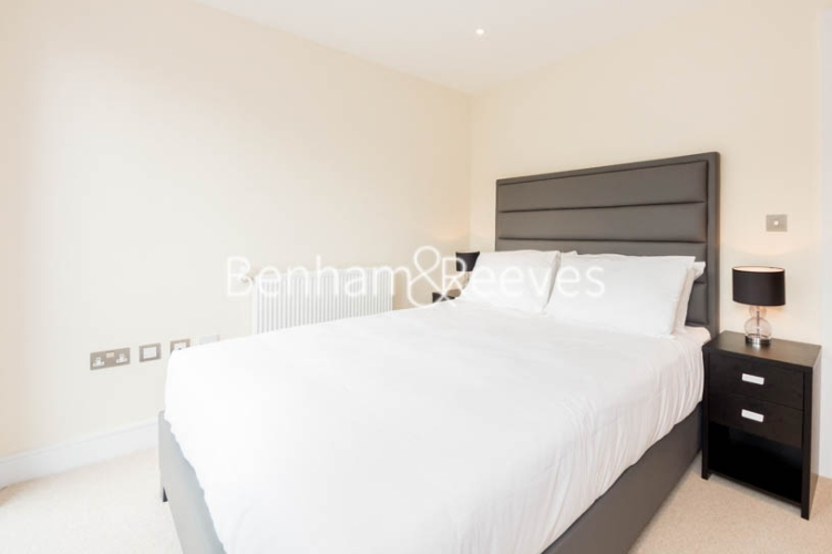 1 bedroom(s) flat to rent in St. Anne's Street, Canary Wharf, E14-image 3