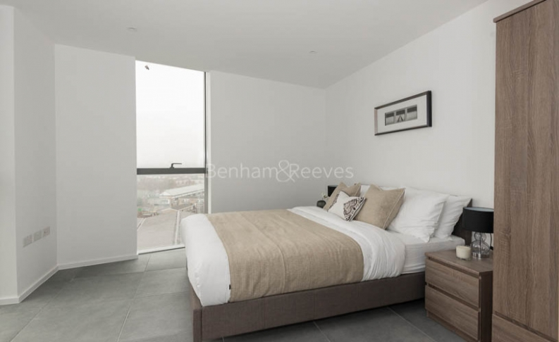 2 bedroom(s) flat to rent in Dollar Bay, Canary Wharf, E14-image 4